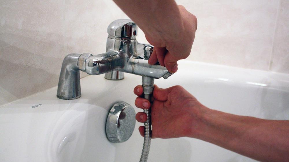 Comment changer un robinet de lave mains ?