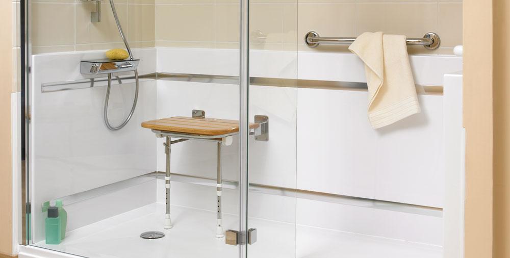 Comment fixer un siège de douche ?