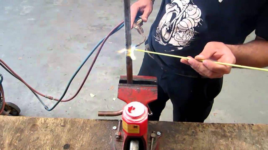 Comment braser un tube de cuivre avec un poste oxyacétylénique ?